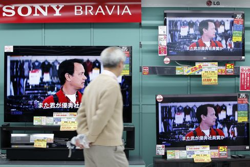 Japan Consumer Prices Fall 0.2% in Sign of Deflation Struggle