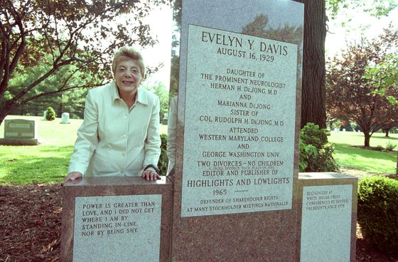 Evelyn Davis, Queen of Shareholder Activism, Dies at 89