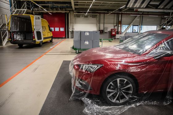 Spain's Car Industry Risks Isolation in Post-Virus Reshuffle