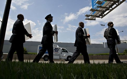Southwest pilots and representatives protest outside Chicago Midway International Airport, on May 18.