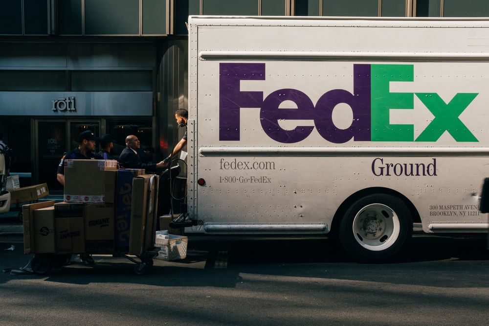 FedEx Sinks Most Since 2008 as Outlook Sows Doubts on Economy