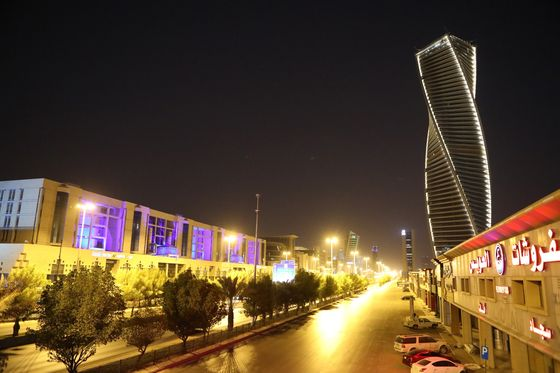 Saudi Ultimatum to Move In or Lose Out Unsettles Global Firms
