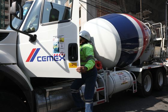 Cemex Eyes Sustainability Bonds With Investment Grade in Sight