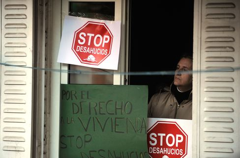 Credit to Immigrants in Spanish Boom Sours in Bust
