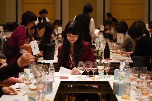 女性ソムリエや醸造家が審査するワイン審査会「サクラアワード」