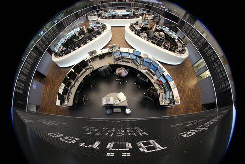 European Stocks Advance Before ECB Allots Loans