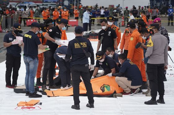 Indonesia Rescuers Pull Human Remains From Plane Crash Site