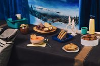 relates to Forget the Base Lodge Cafeteria, and Pack Your Own Ski-Picnic Feast