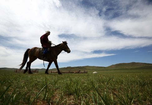 Few Roads Leading to China Tell a Tale of Mongolia's Trade Fears