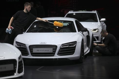 Mercedes Loses Ground in Luxury Race as Audi Doubles Gap