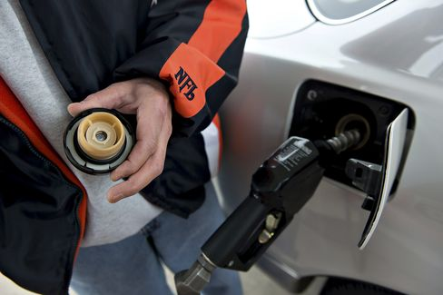 U.S. Forecasts 'Modest Further Rise' in Gasoline Prices at Pump