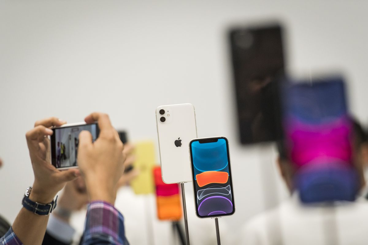Apple's Lower Prices, Users' Aging Handsets Drive iPhone Demand