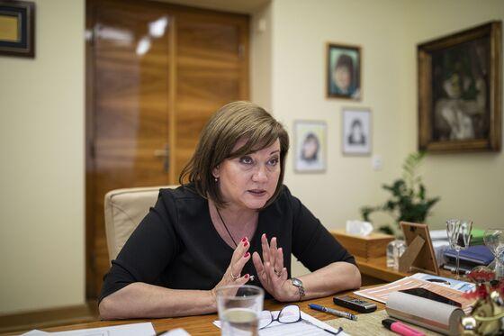 Investors Snap Up Czech Bonds Despite Plans for Record Deficit