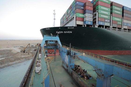 Suez to Jam Ports for Month or More, Chinese Supplier Says