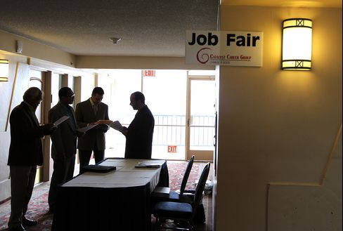 Jobless Claims in U.S. Drop to Three-Year Low in Past Month