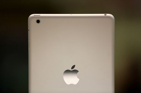 Apple Said to Debut New IPads at Oct. 22 Event Amid Competition