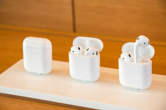 Apple Plans Smaller AirPods Pro, Revamped Entry-Level Model