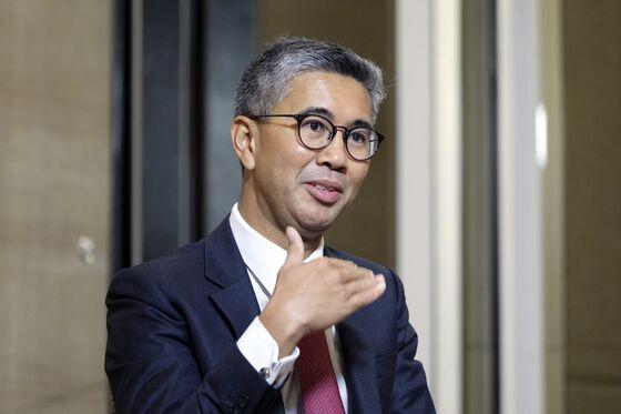 Outbreak, Debt, Politics to Test Malaysia Finance Minister