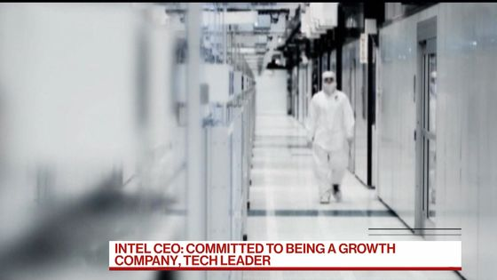 Intel Server-Chip Woes Drag on Sales Forecast; Shares Slump