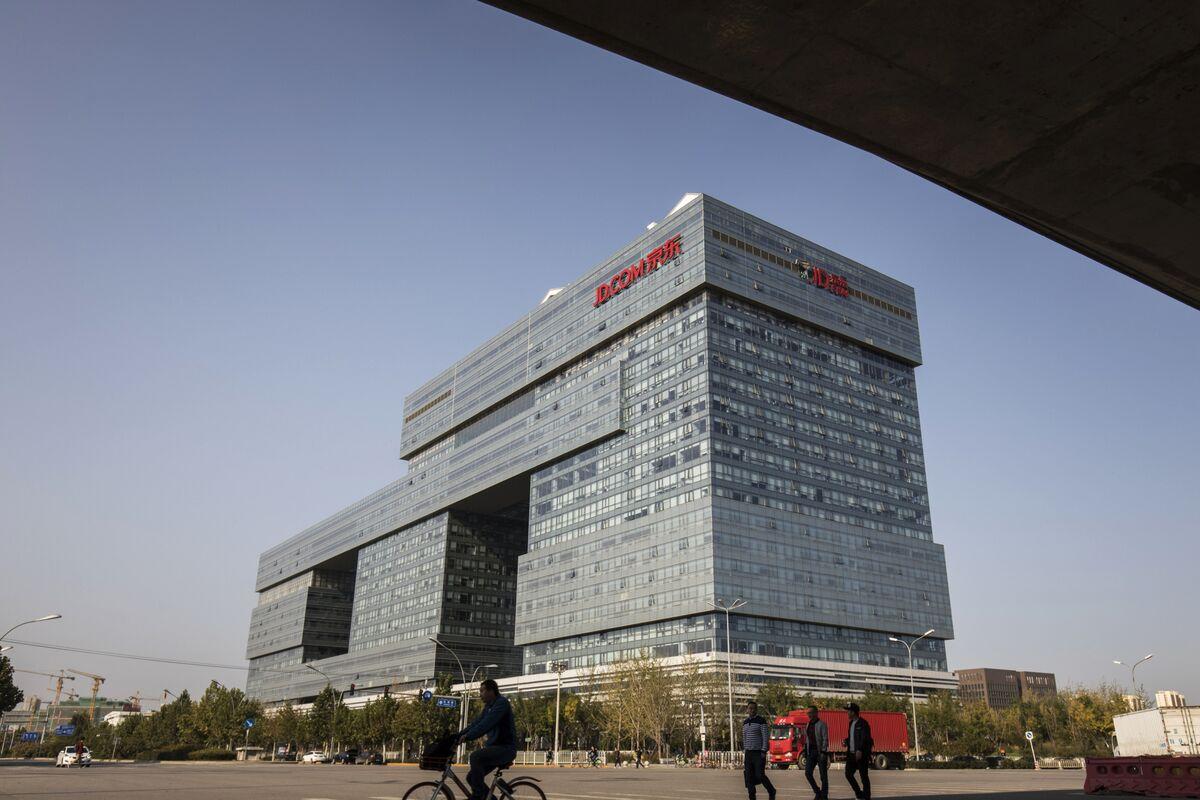 Alibaba-Rival JD Targets Deep Job Cuts as Morale Sags