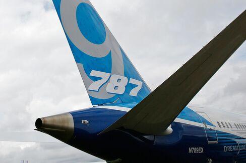 Boeing Cash Flow Surges on Increase in 787 Dreamliner Deliveries