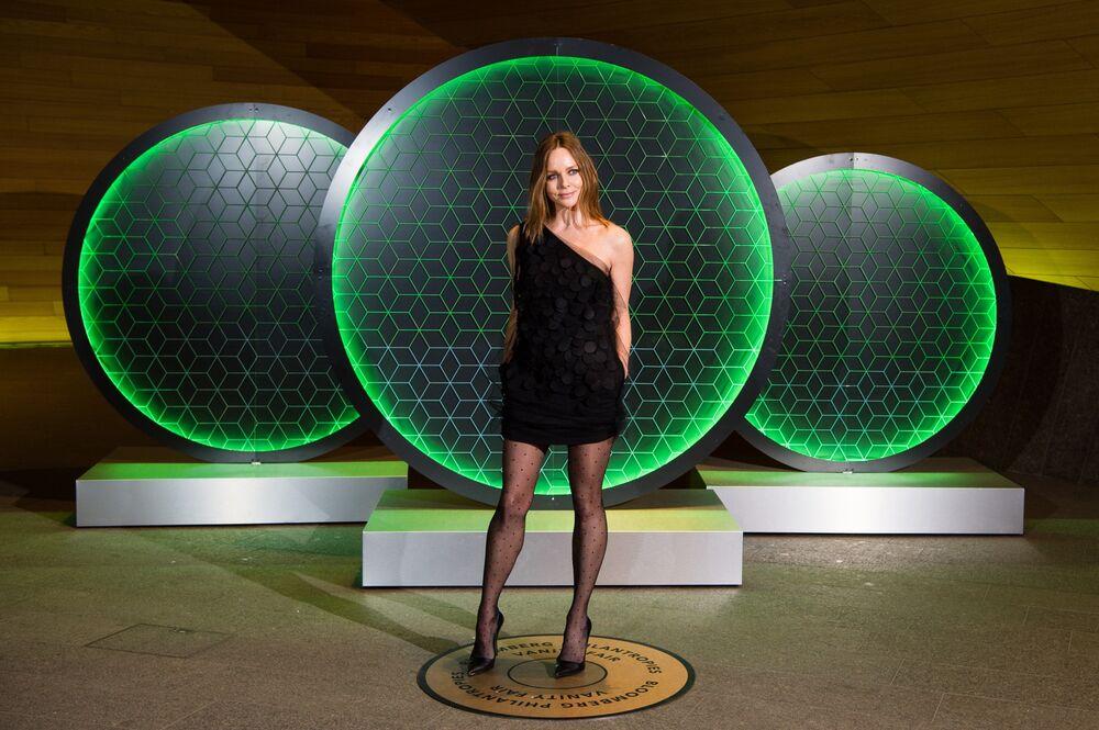 2c55a98efb1 Stella McCartney Sees Fast Fashion as Environmental Threat - Bloomberg