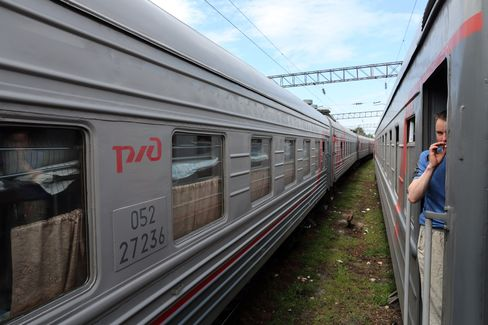 Russian Rail to Lock in Locomotives as Tycoons Encroach