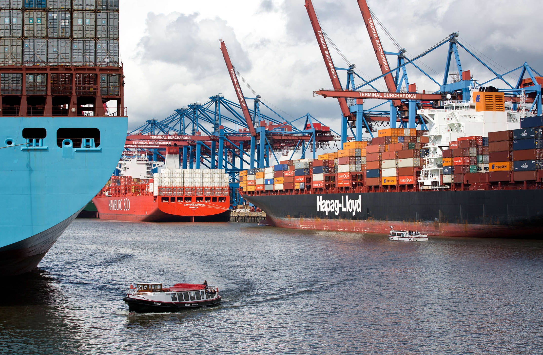 Hapag-Lloyd, Five Asian Liners Form New Shipping Alliance - Bloomberg