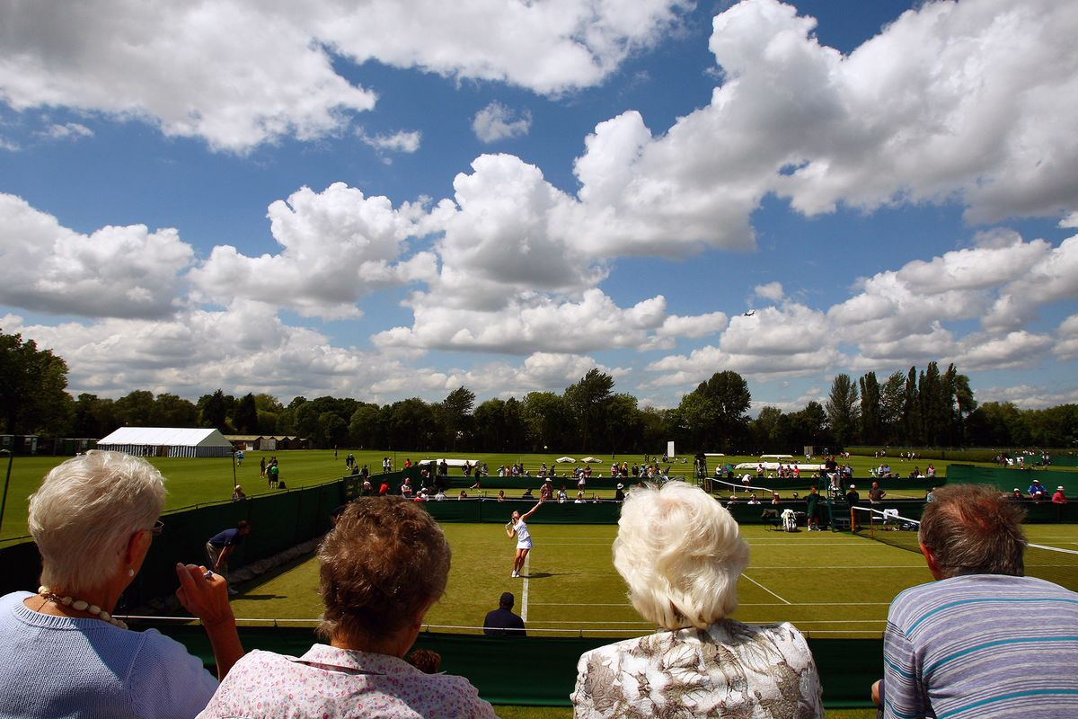 Wimbledon Owner Bids for Bank of England Sports Club, Mail Says
