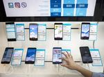 An employee demonstrates an Huawei Technologies Co. Honor 9 inside a Telenor Serbia mobile phone store, operated by Telenor ASA, in Belgrade, Serbia