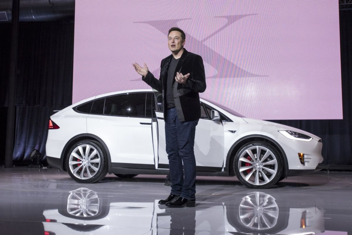 Big Tesla Shareholders Back Musk's $2.6 Billion Pay Package thumbnail