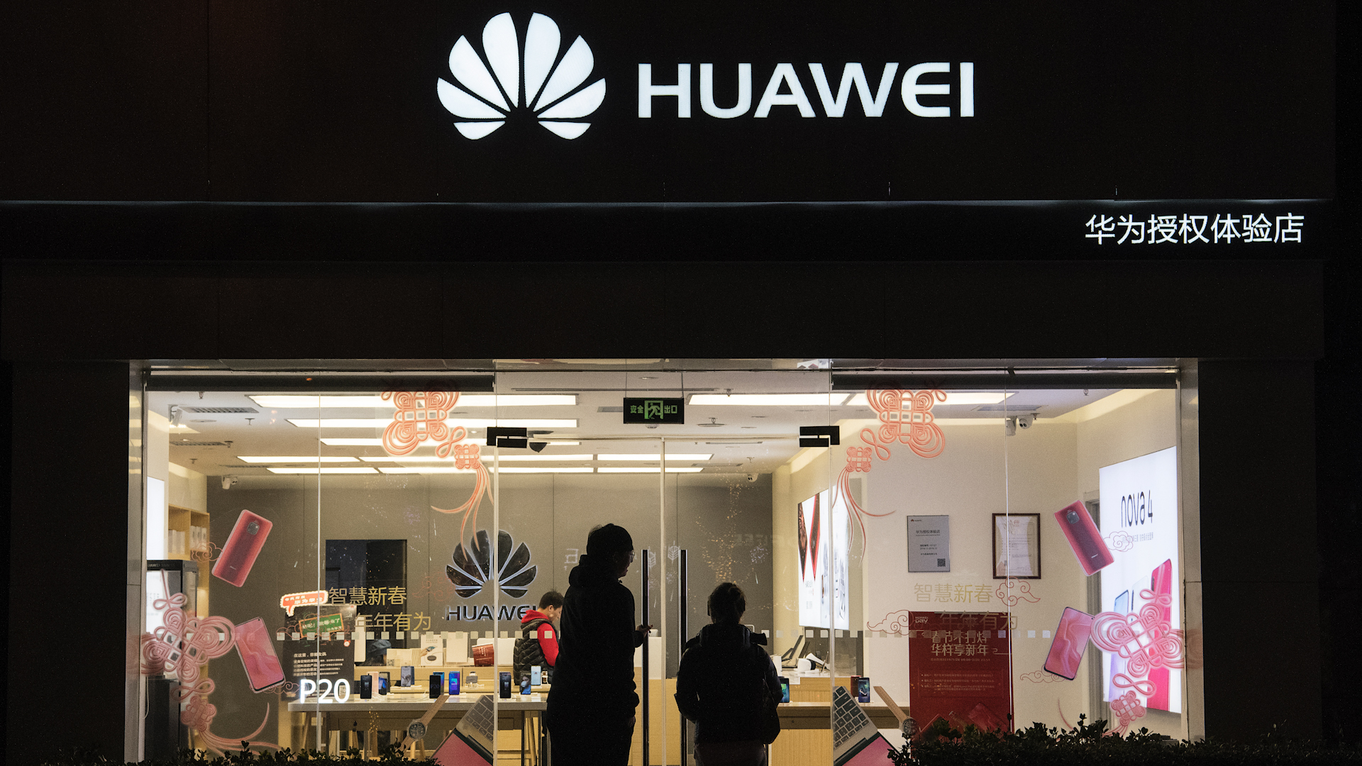Trump Is Losing the Fight to Ban Huawei From Global Networks - Bloomberg