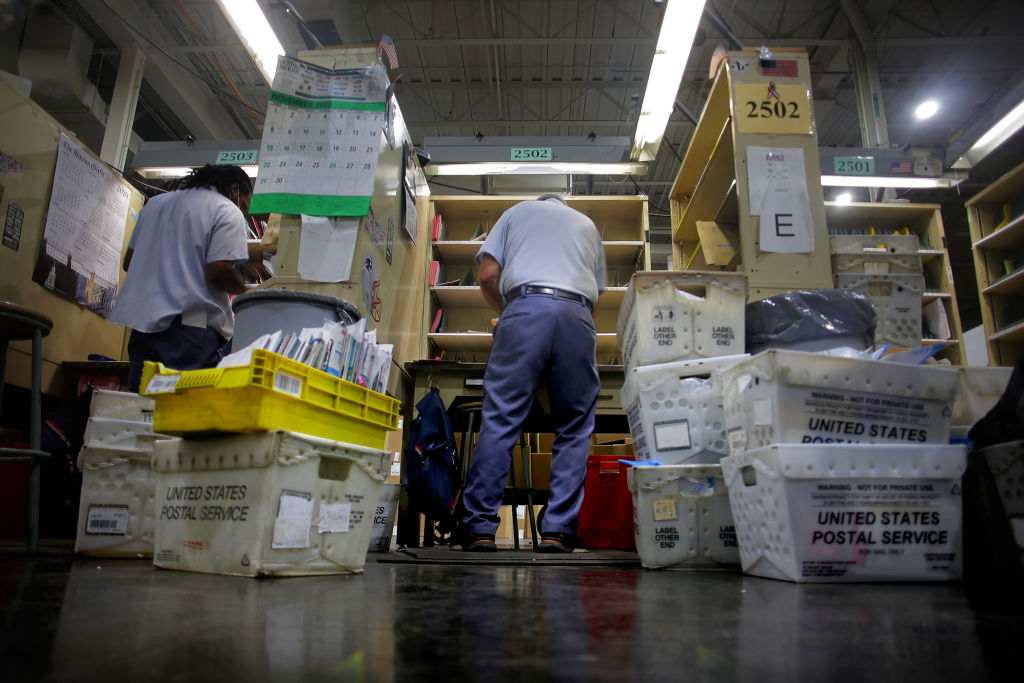 Is Mail Delivered On Christmas Eve 2021 Usps Shipping Delays Christmas Deadlines Missed As Warehouses Face Crush Bloomberg