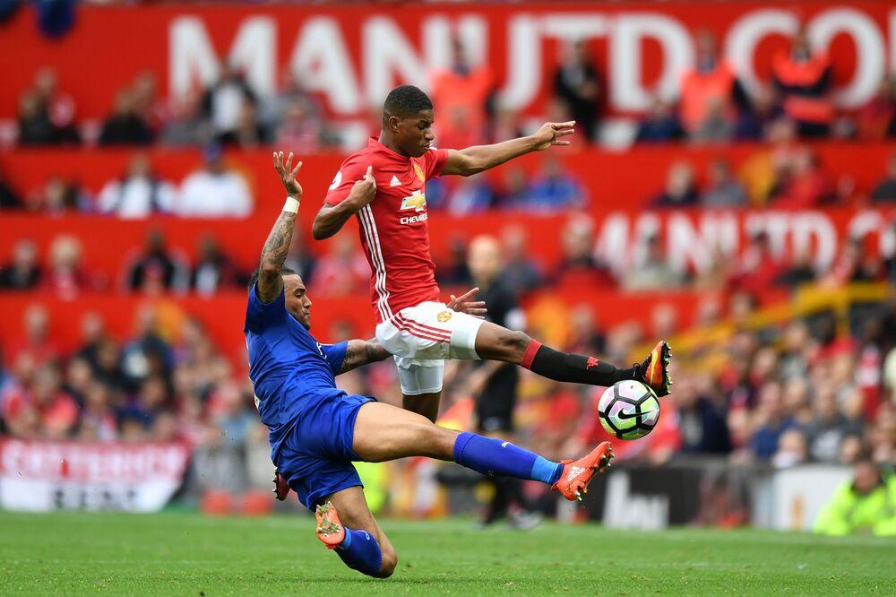 Saudi Crown Prince Stepping Up Bid for Manchester Utd., Sun Says