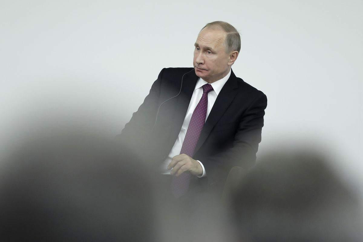 Putin Backs Cryptocurrency Rules and Warns of 'Serious Risks'