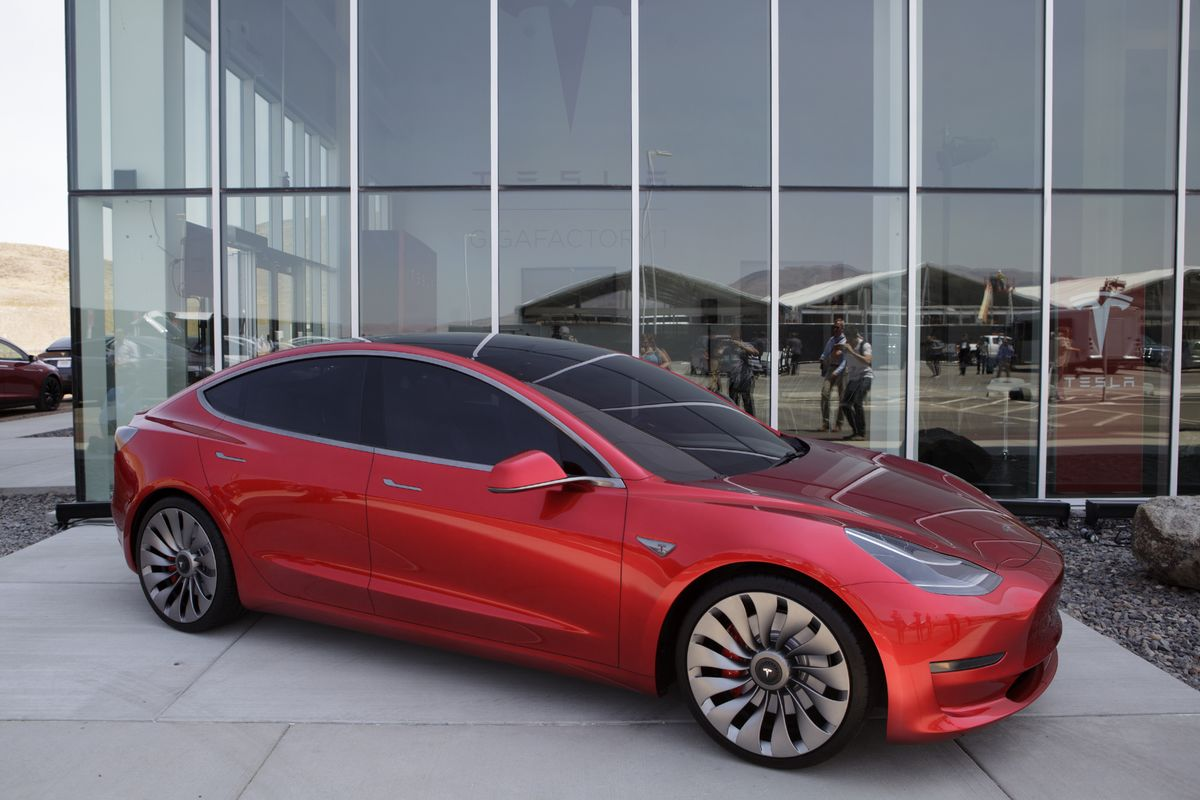 tesla s 35 000 model 3 could now cost you 78 000 bloomberg. Black Bedroom Furniture Sets. Home Design Ideas
