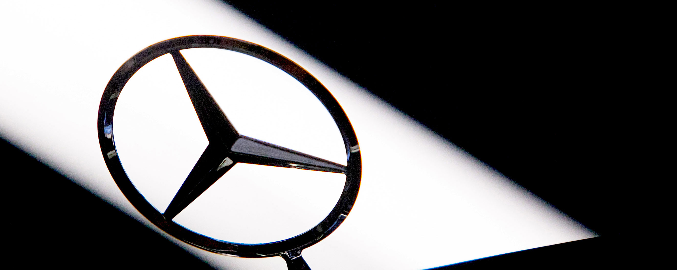 Daimler Profit Slumps as Mercedes Chokes on Diesel-Recall Costs