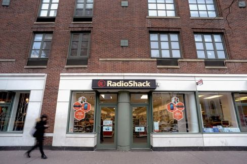 RadioShack's Less-Cluttered Stores, Now in Far Fewer Locations