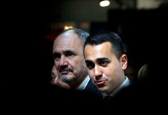Di Maio Says Macron Acts as Offended Royalty in Rome-Pris Spat