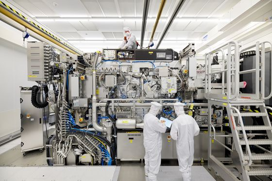 ASML Stays Positive Despite Being Caught by U.S., China Rift