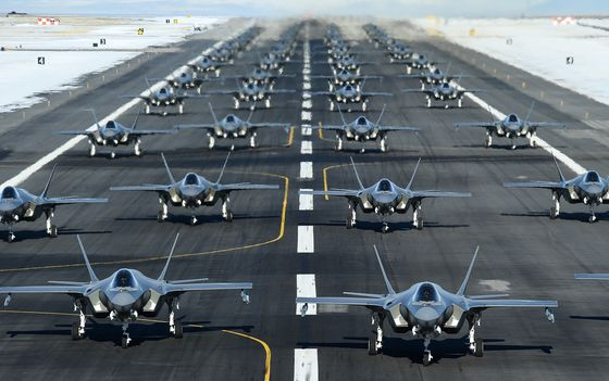 F-35 Flies With 871 Flaws, Only Two Fewer Than Year Earlier