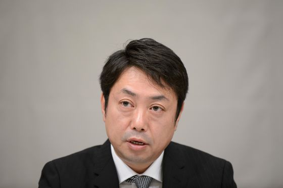 Suruga Bank Chiefs Quit; Poor Oversight Blamed for Loan Scandal