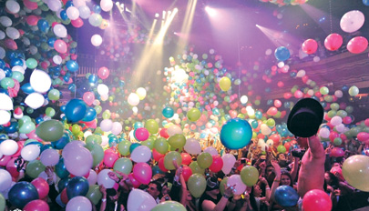 Manufacturers of balloons can make 100,000 in less than one hour