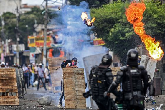 Colombian Finance Chief Quits After Days of Violent Protests