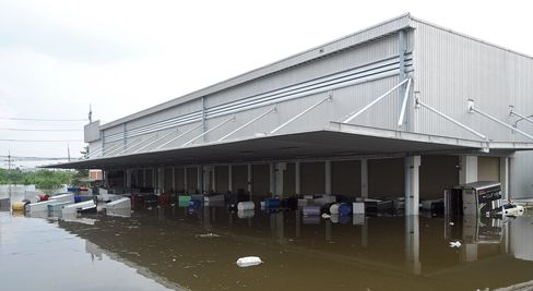 Thai 'Credibility' at Stake as Factories Soak in Flood Plain