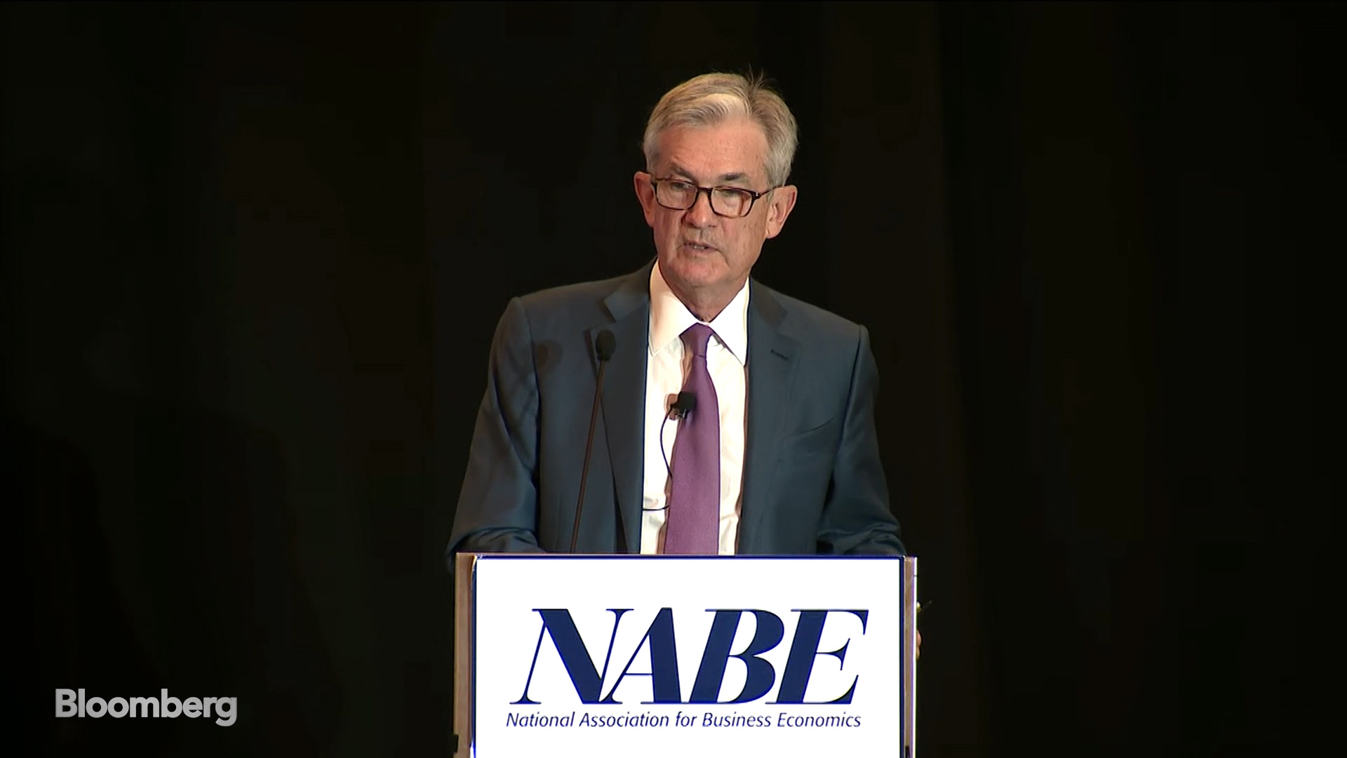 New Kind of Recession Threat Presents Problem for Powell and Fed
