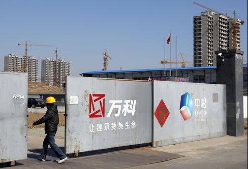 China Stocks Fall Most in 2 Weeks on Economic, Property Concerns