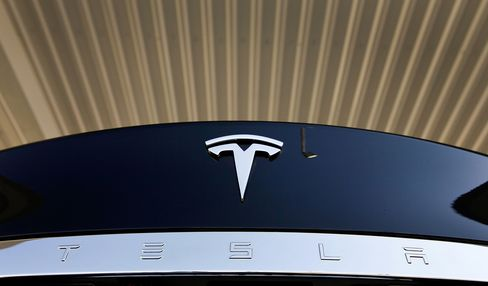 Tesla First Profit Tops Estimates on Rising Model S Sales