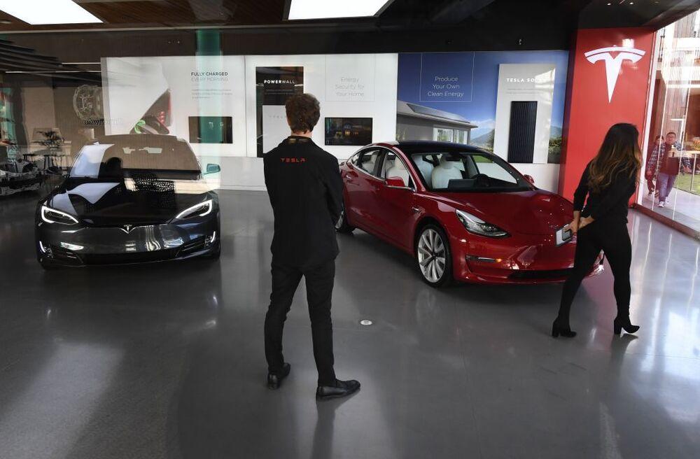 Tesla's Online Selling Shift Is a Big Bet on Millennials