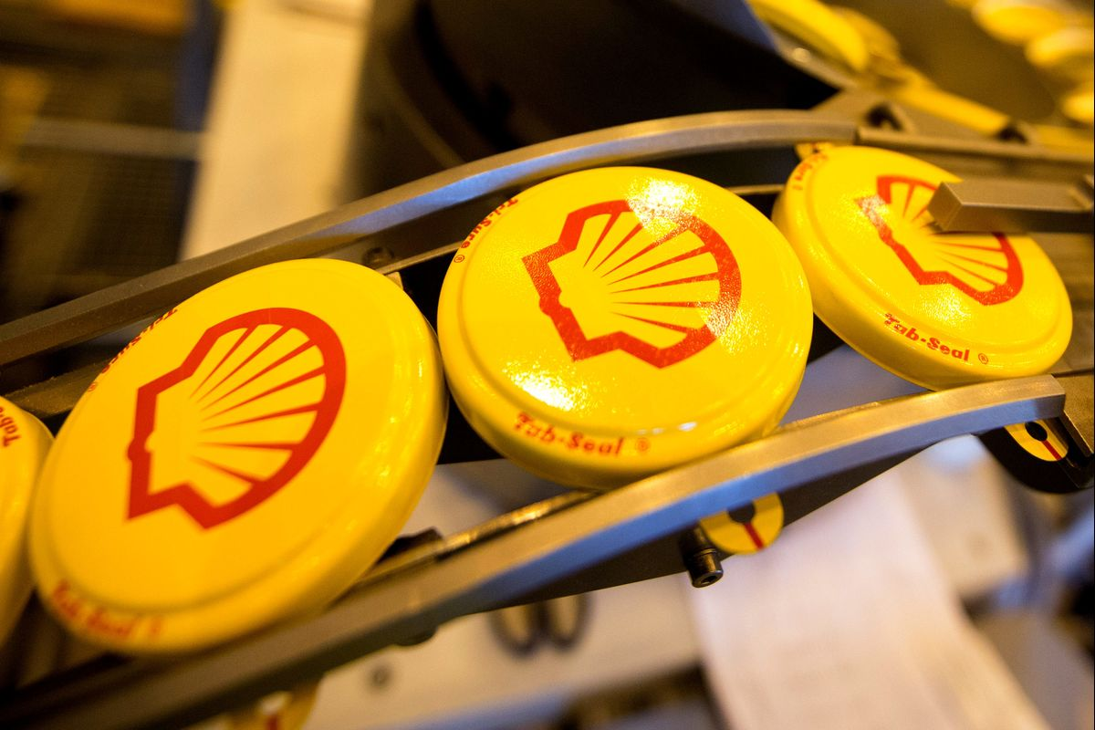 Crude Crash Will Test Big Oil's Devotion to Spending Discipline